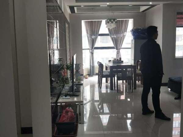 峰景香槟蓝山3室2厅2卫136平米房产出售