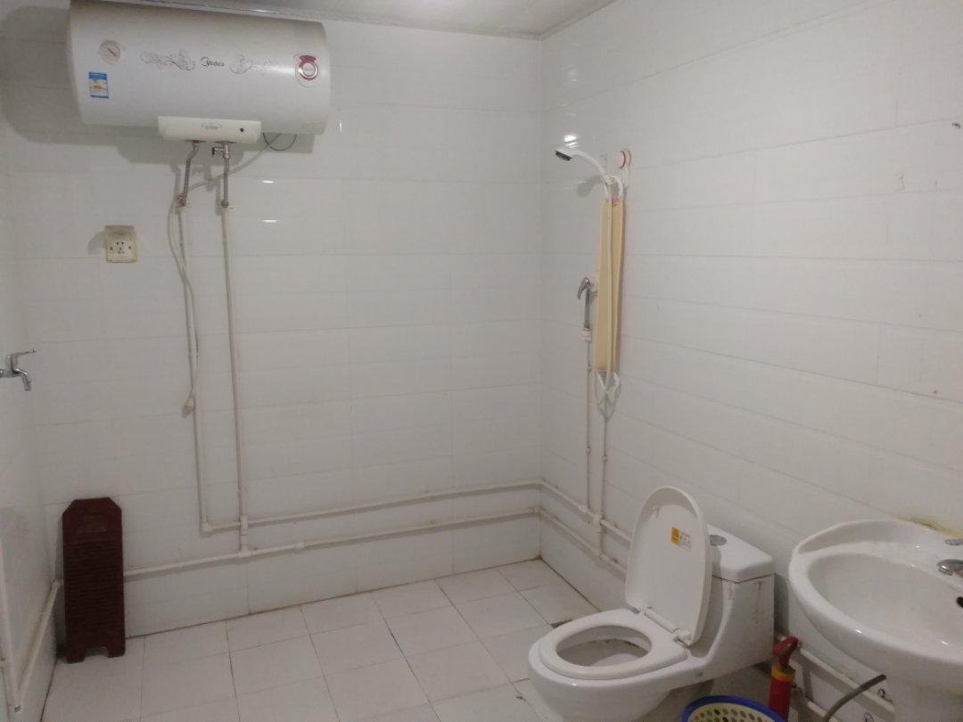 峰景香檳藍山西區大三室130平米住房出租