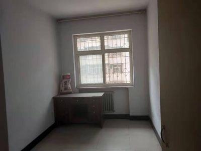 凤鸣小区学区房三楼 三室两厅 普通装修 基本家具