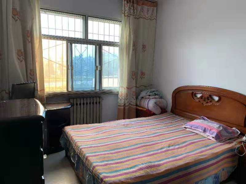 凤庆小区三室房子急出租