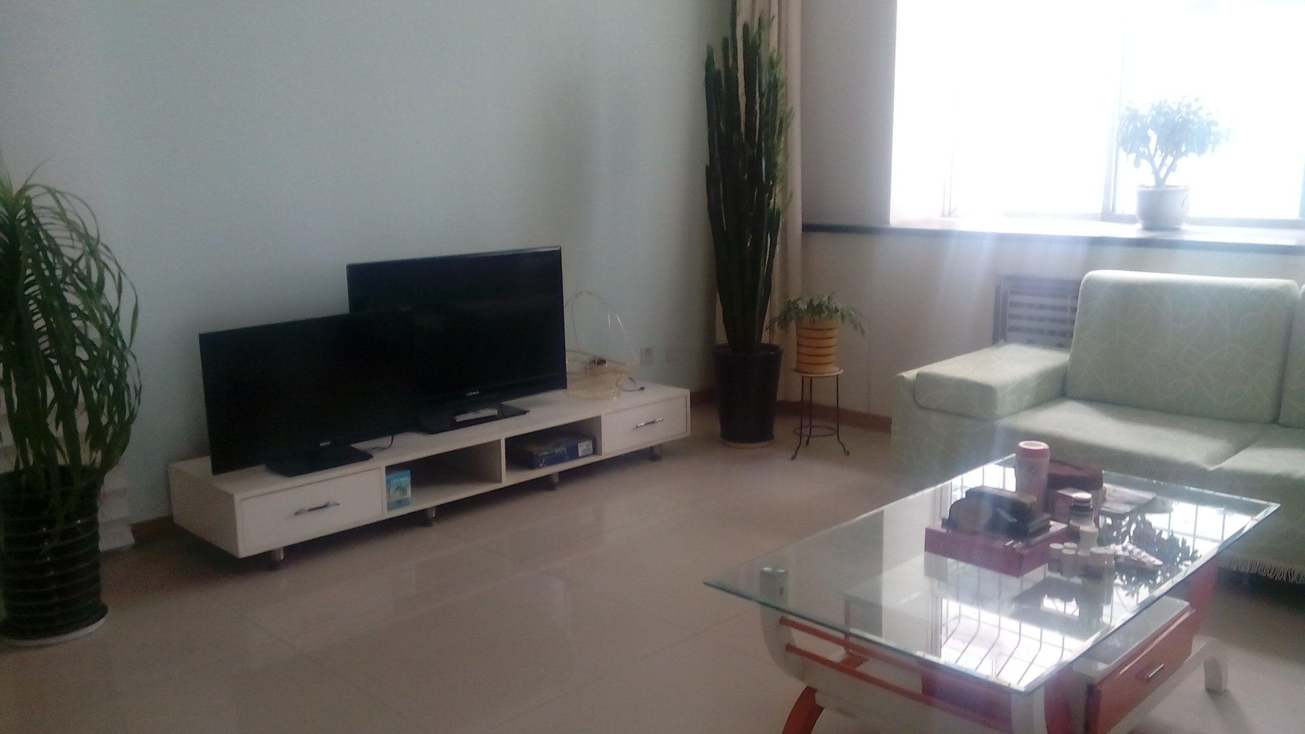 红星东街怡凤小区精装三室可办公可住家看房方便随时联系