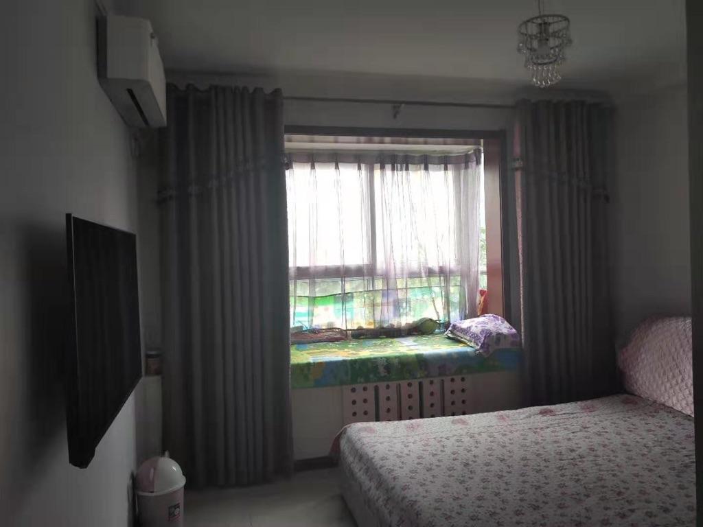 开发区竹园小区精装三室首租看房方便随时联系
