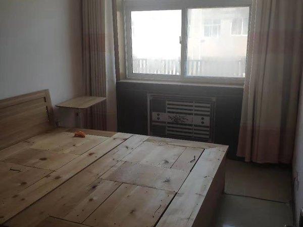 开发区怡凤小区三室一厅房子出租家具家电齐全可拎包入住看房方便