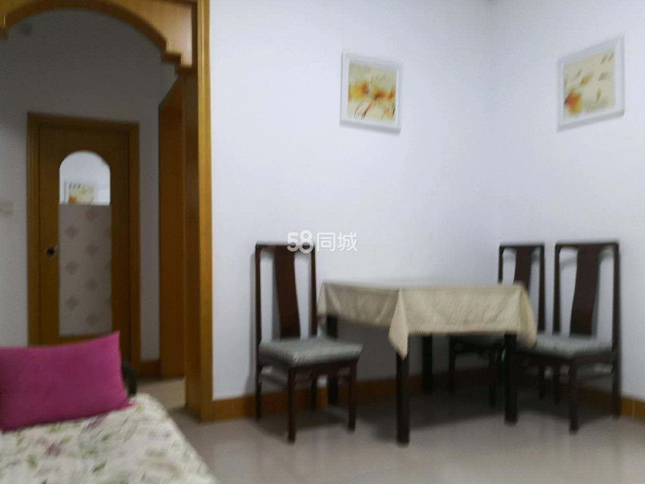 文昌街凤翔小区温馨两室出租,家具齐全,拎包入住,看房方便,随时联系我