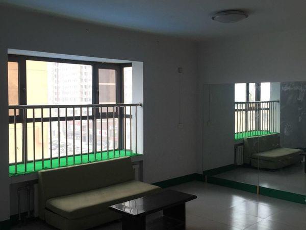 黄华街夏威夷三室两厅 普通装修 简单家具 1.4万元