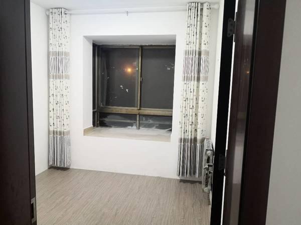 金丰小区多层2楼三室两厅一卫130平米出租