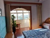 凤庆小区三室两厅一卫95平米住宅出售