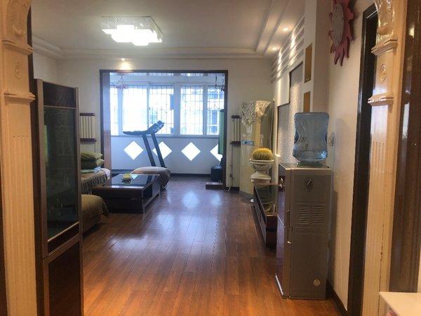 白云社區3室3廳2衛143平米住宅出租