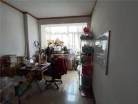 凤鸣小区103平米 房本满五年 125万 价位可谈
